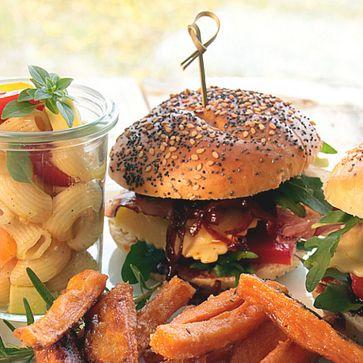 Grillmaultaschen-Burger mit Whisky-Zwiebeln
