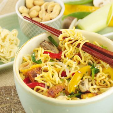 Gebratene Mie-Noodles mit Hühnchen