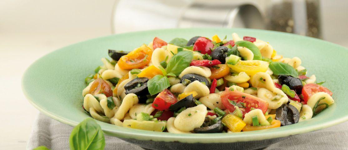 Mediterraner Orecchiette-Salat