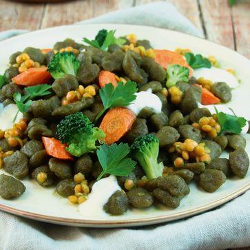 Brokkoli Nops mit roten Linsen und Kräuteröl