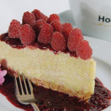 Kokos-Nudelreis-Torte mit Himbeersauce