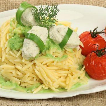 Nudelreis an Bärlauch-Sauce mit Forellen-Nocken und Ofentomaten